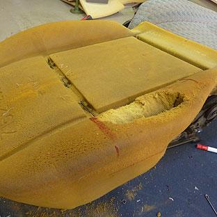 polster reparieren und sitz neu beziehen bei autosattlerei. Black Bedroom Furniture Sets. Home Design Ideas